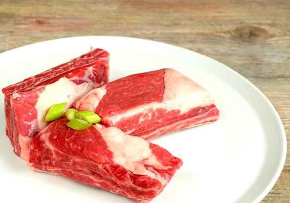 Frisches Fleisch ist wichtig beim BARFen